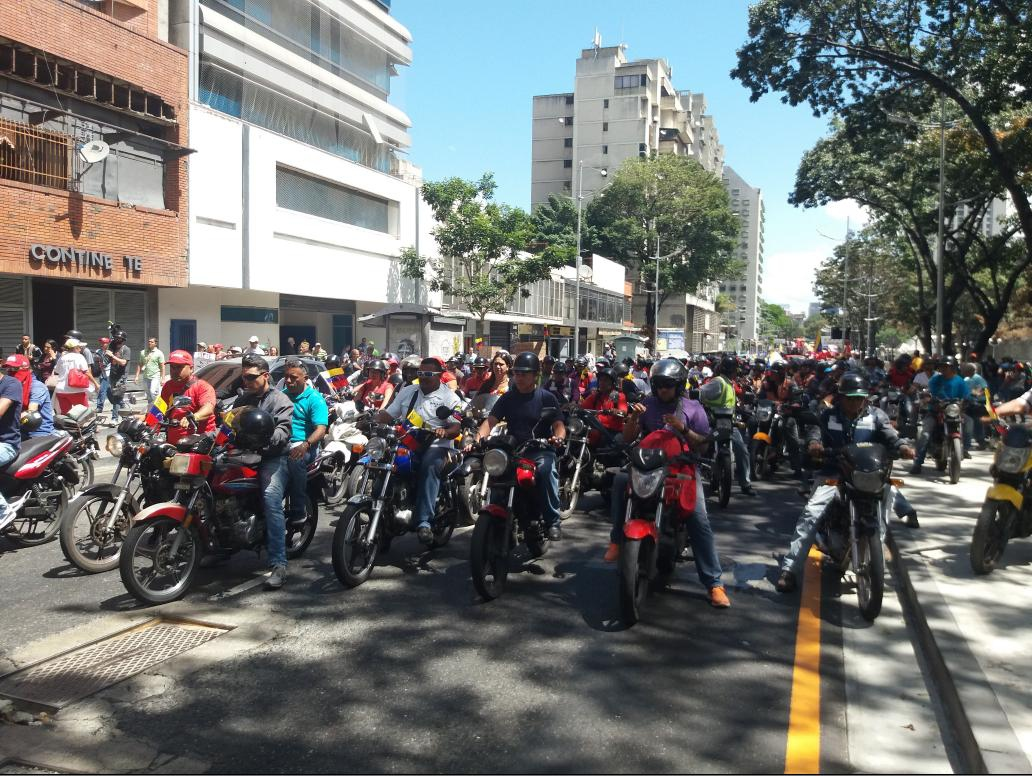 """As usual, the """"steel horses"""" (""""caballos de hierro"""") motorcycle group joined the head of the march halfway through (Ricardo Vaz)"""