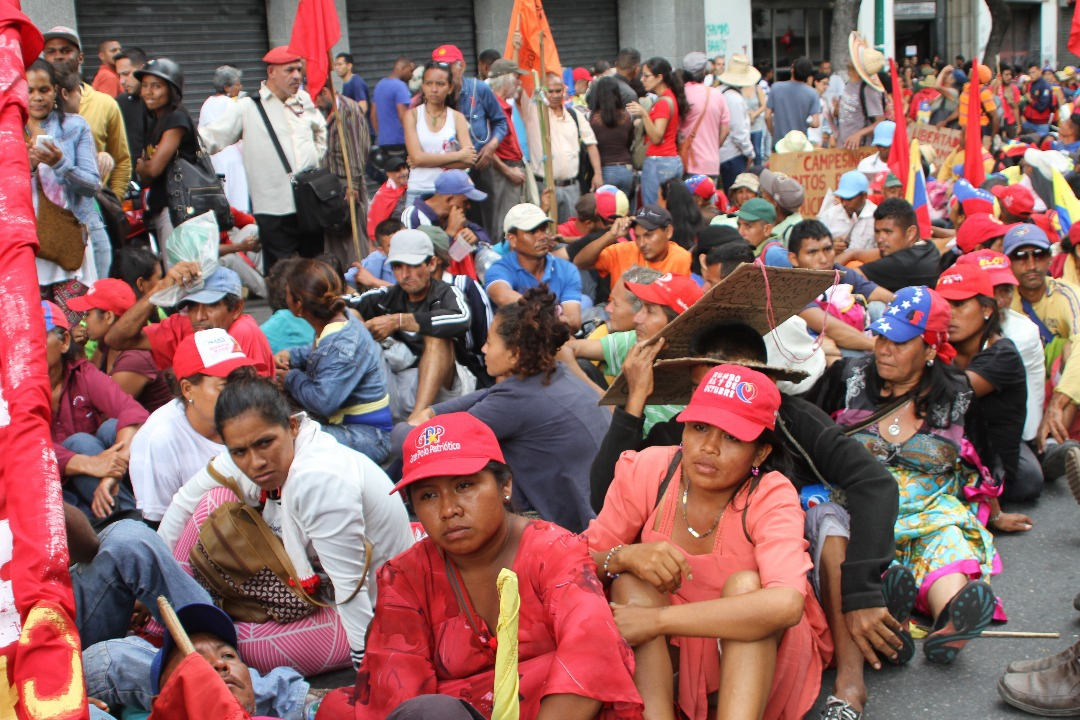 Marchers hold sit down protest in the Av. Urdaneta, after having encountered police barricades blocking them from their destination of the presidential palace in Miraflores.