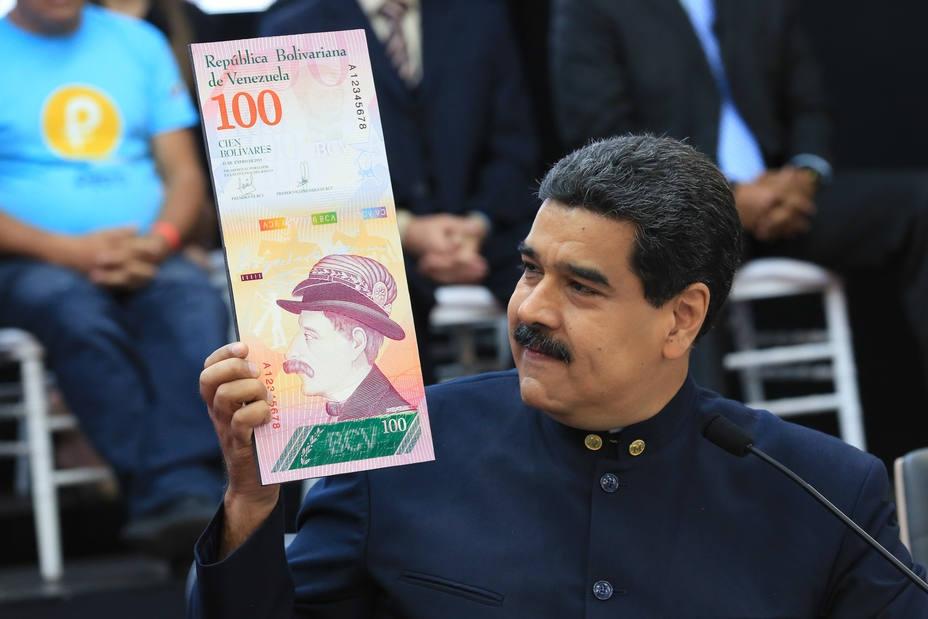 Venezuelan President Nicolas Maduro shows off the new 100 Sovereign Bolivar bill