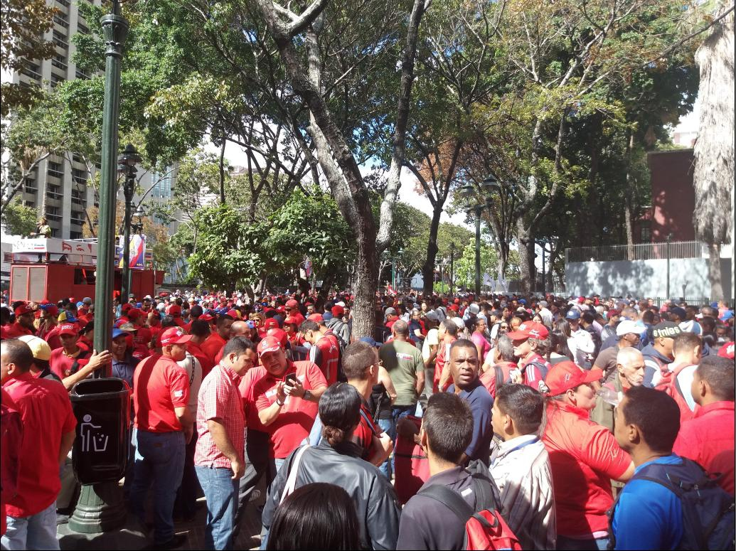Crowds gathered since early morning in Caracas' Plaza Morelos (Ricardo Vaz)