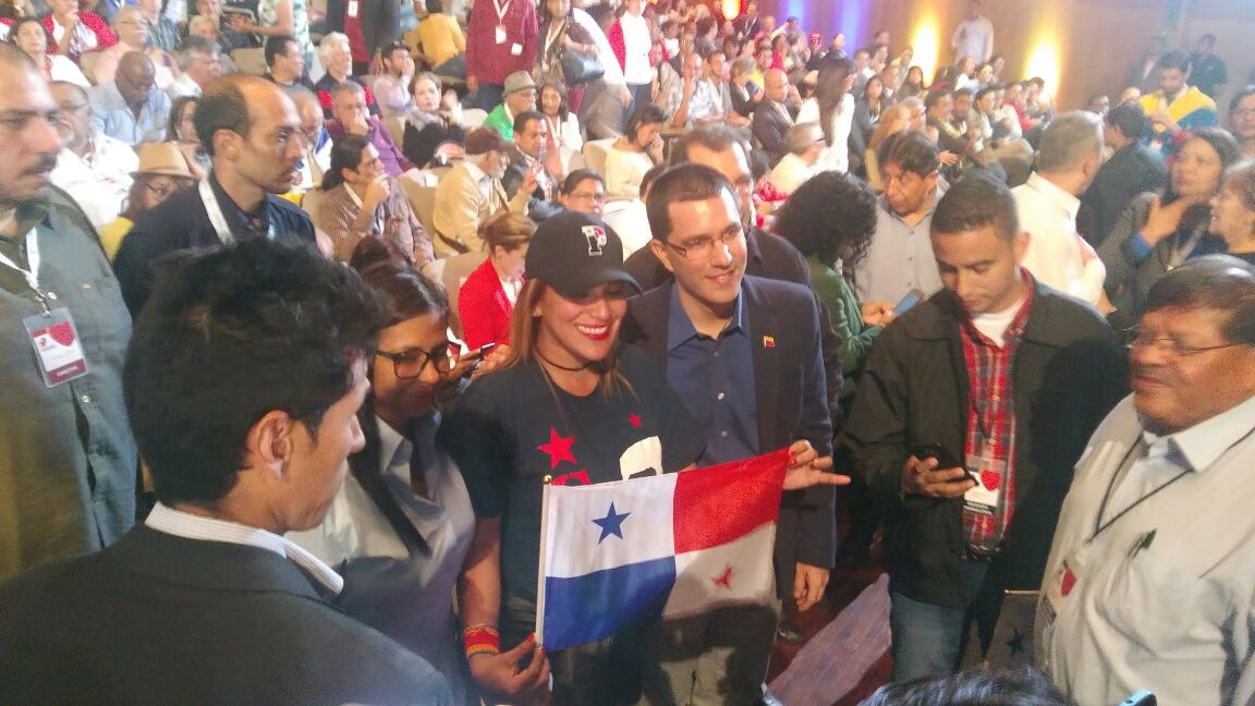 Foreign Minister Jorge Arreaza poses with a delegation from Panama at the close of the inaugural event