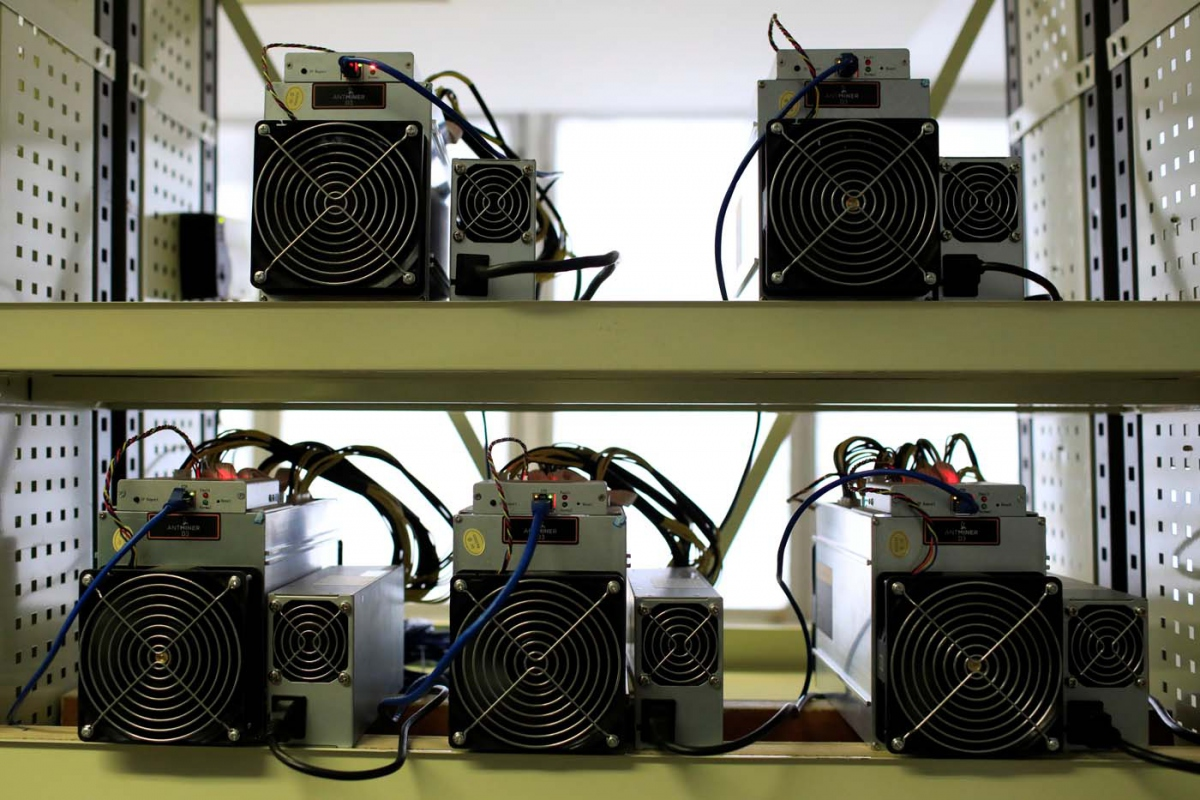Antminer D3 cryptocurrency mining computers in the Ministry of Youth and Sport in Caracas (Marco Bello / Reuters).