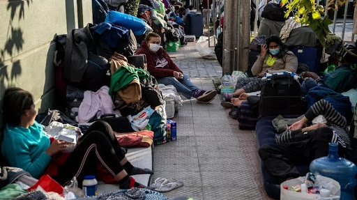 Venezuelan, most of whom are homeless, camp out outside their embassy building in Santiago, Chile, in the hope that the Caracas government will repatriate them. (Martin Bernetti / AFP)
