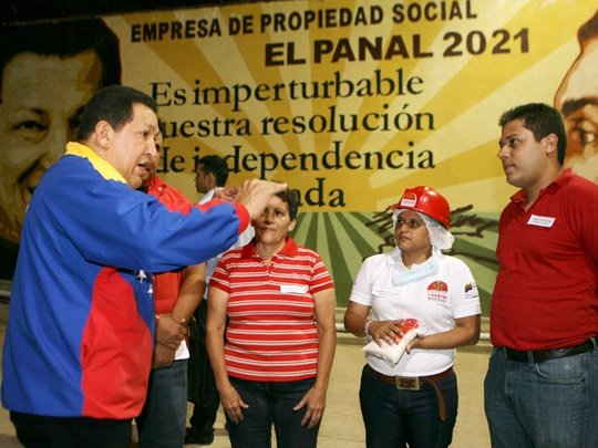 Chávez visiting the sugar-packaging plant in El Panal 2021 (Source: Blog Chávez Corazón de mi Patria)