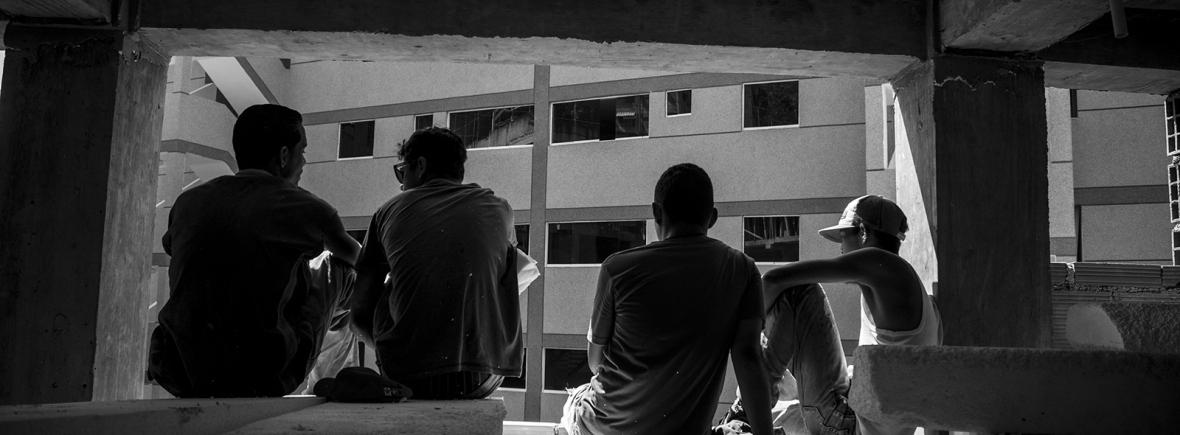 """Collective self‐building process in the Campamento de Pioneros Amatina in Caracas, a project of the Movimiento de Pobladores y Pobladoras (Darwin """"Diko"""" Cañas Betancourt)."""