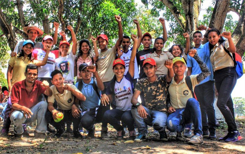 El Maizal youth celebrate the commune's 11th aniversary. (Katrina Kozarek/Venezuelanalysis)