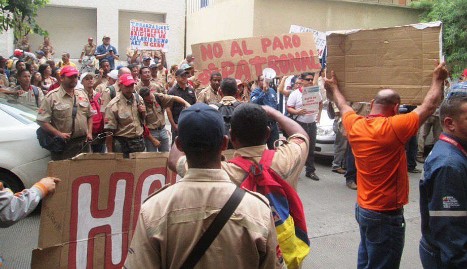 Workers were accompanied by trade union organisers from the revolutionary FNLCT confederation (Aporrea)