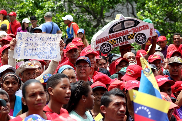Bolivarian transportation and taxi driver unions participated in International Worker's Day march in Caracas (Credit:  Eduardo Viloria Daboín/CBRZ.org)