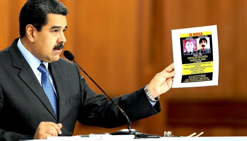 Maduro shows a wanted image of one of the suspects of the drone bomb attack (Presidential press)