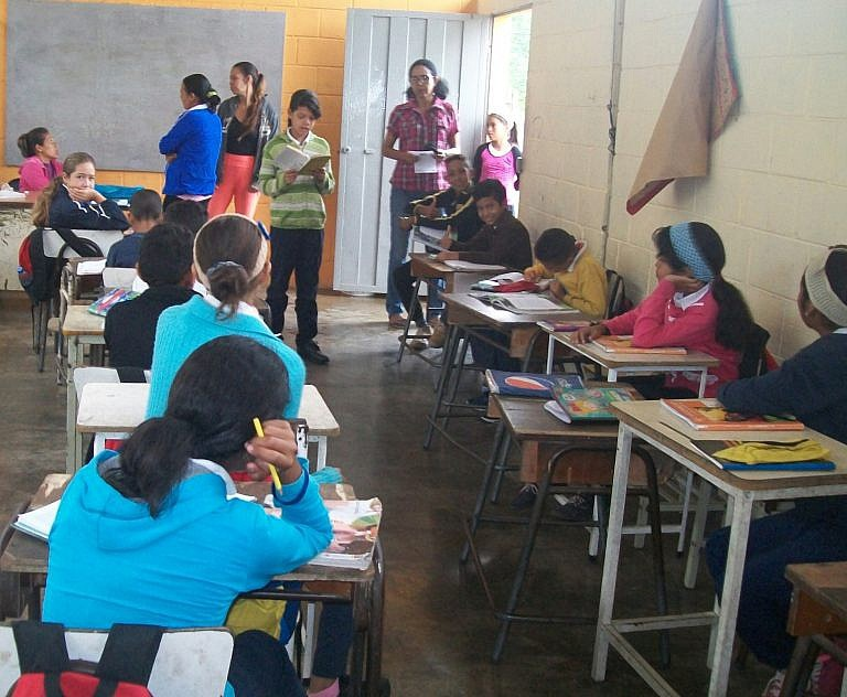 In Yaracuy state, a classroom implements a community‐organized black pensum. (Alba Ciudad)