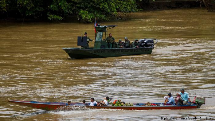 The Negro River in the Amazon divides Venezuela and Colombia. (M. Gutierrez / DPA)