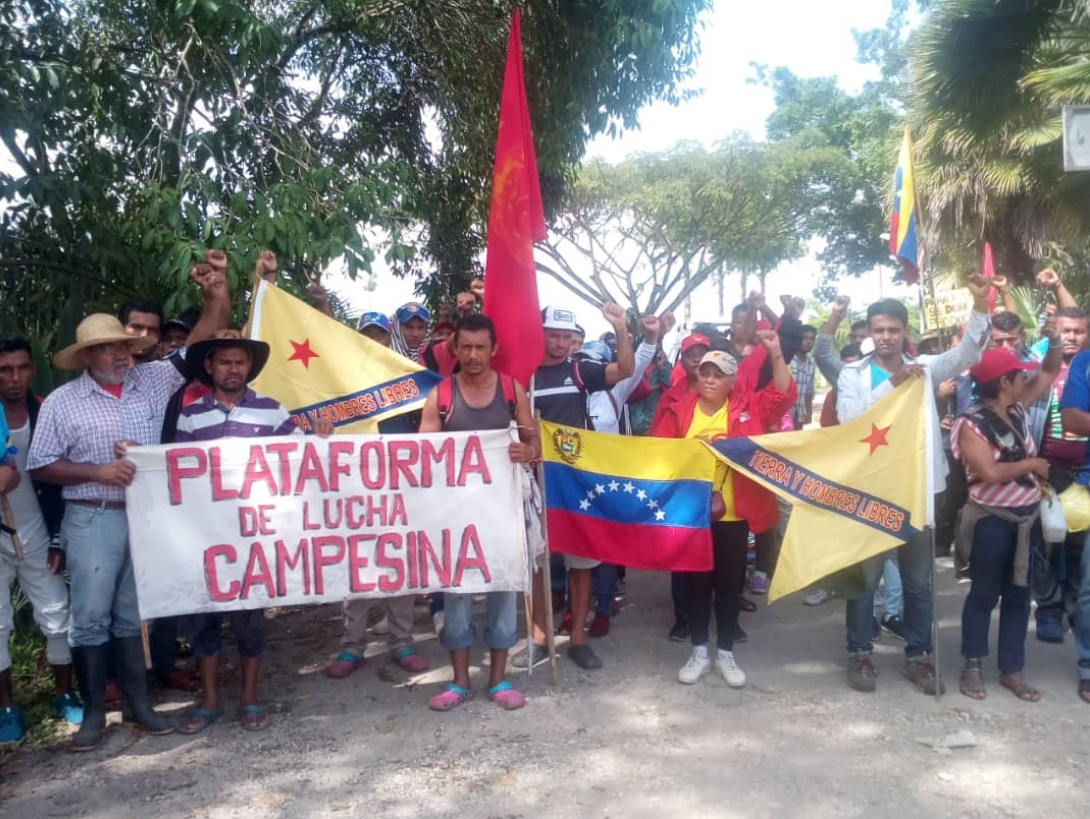 Campesinos are received by local organizations in the city of Valencia, Carabobo state on day 11 of their march.