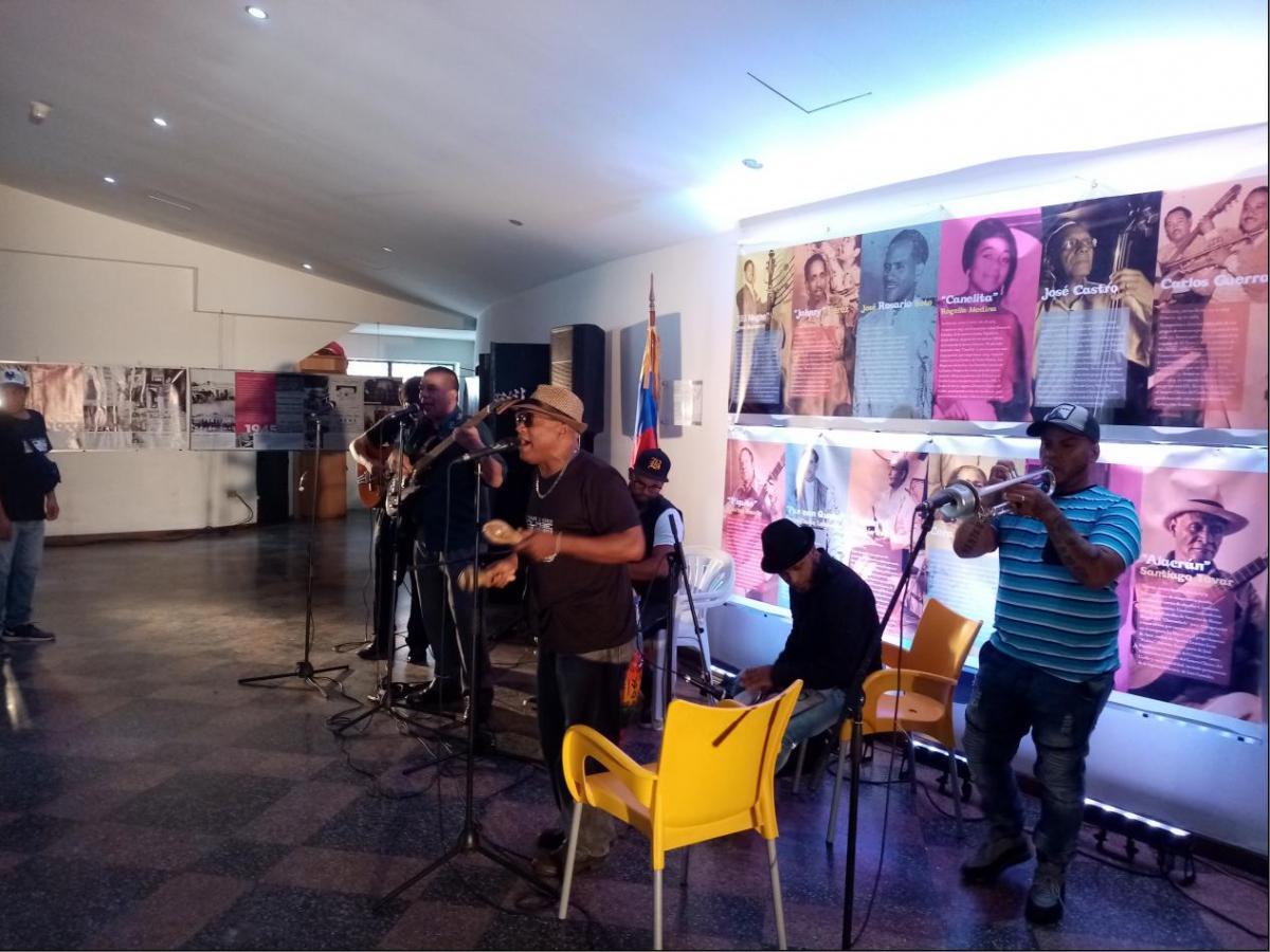 """Local group """"Caribe, Tabaco y Ron"""" gave an impromptu concert on Thursday morning. (Ricardo Vaz)"""