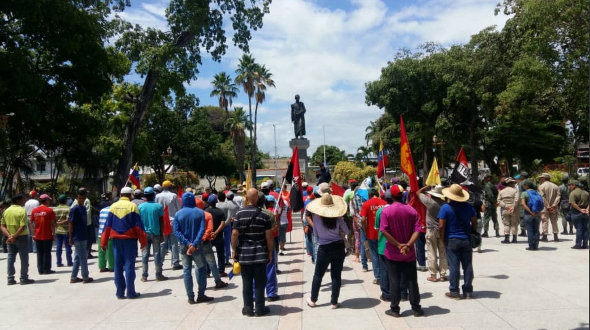 The Admirable Campesino March pays homage to their Liberator, Simón Bolivar in San Joaquin, Carabobo State.