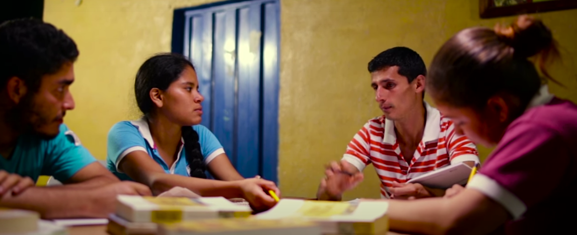Studying is one of the important tasks at the Che Guevara Commune. (Sinco/Condiciones Capt. 4)