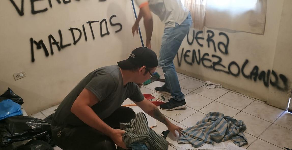 """Damned Venezuelans, Leave Venezuelans"" reads the painting. (Alban Torres / Facebook)"