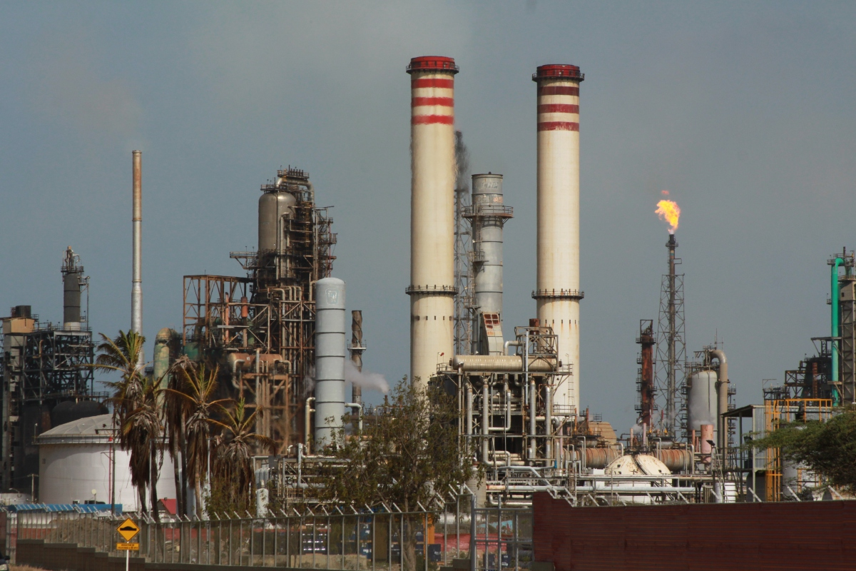 Amuay refining complex in Falcon State. (Wikimedia Commons)