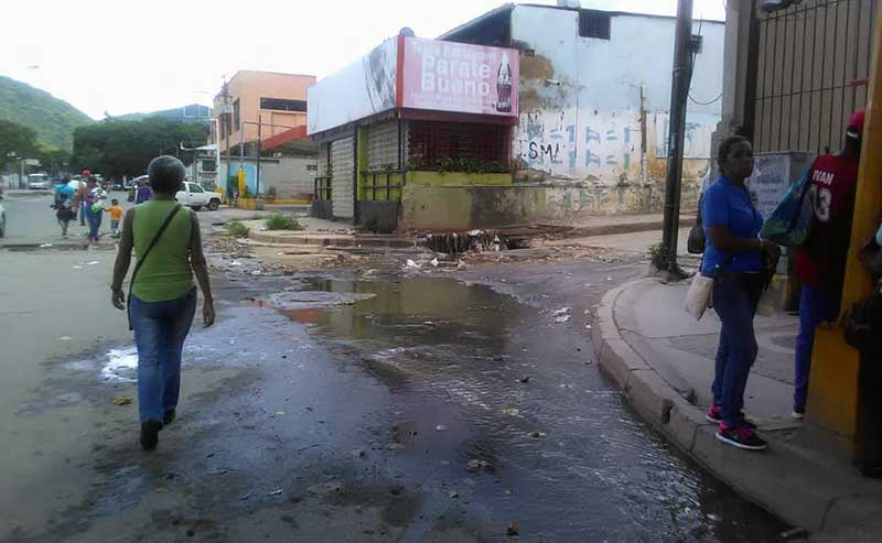 Public services in Antímano, including street cleaning and litter collection have deteriorated in recent years. (Supuesto Negado)