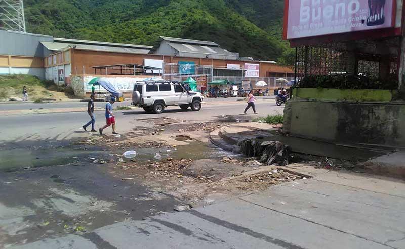 Many of the roads are full of potholes. (Supuesto Negado)