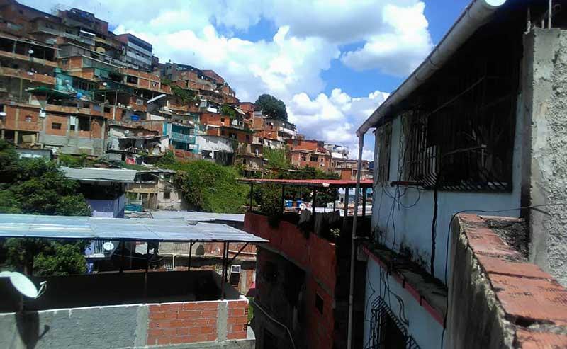 The 18 barrios of Antímano are comprised of precarious shacks. (Supuesto Negado)
