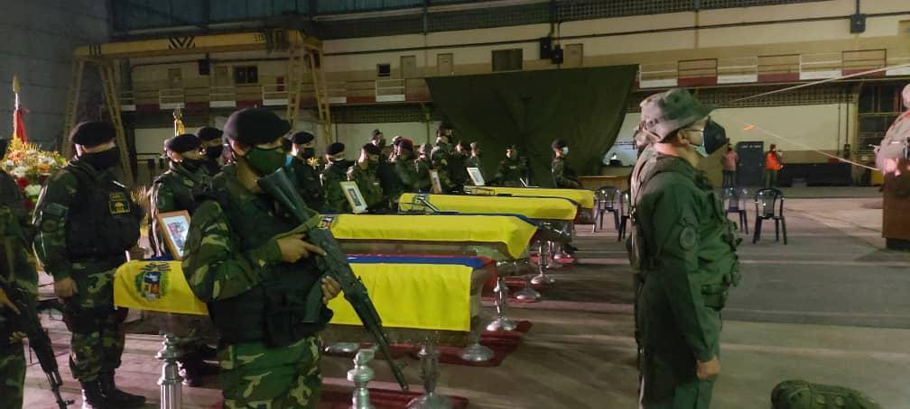 Venezuelan troops pay posthumous tribute to fellow soldiers killed in clashes near the Colombian-Venezuelan border. (@somos_ejercito / Twitter)