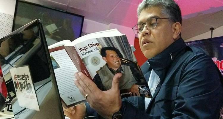 Elias Jaua reads Ignacio Ramonet's Hugo Chavez, My First Life (WTC Radio MB Press)