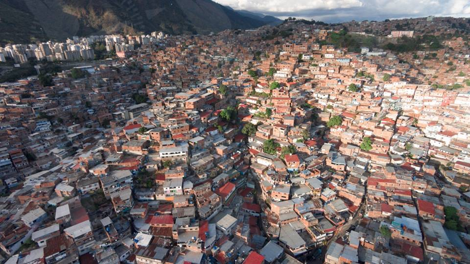 How is socialism built in a peripheral country like Venezuela? Here an image of a Caracas Barrio. (Archive)