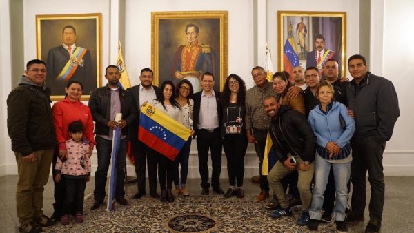 Venezuela's diplomatic team in La Paz was quickly flown home after threats against their safety and the breaking of diplomatic ties. (Prensa Cancilleria)
