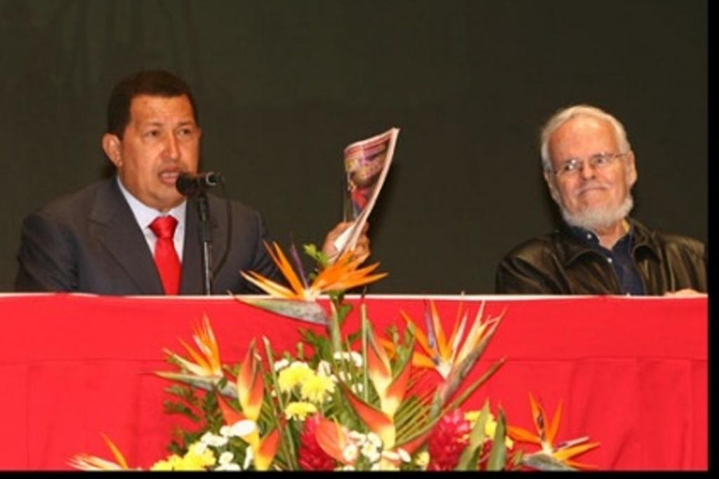 Hugo Chavez and Luis Britto Garcia. (Ministerio del Poder Popular para la Cultura)