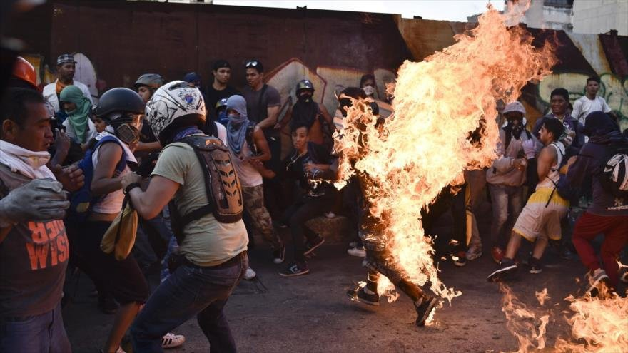 In June 2017, a mob of Venezuelan opposition protesters burned a man who they identified as Chavista. (Archive)