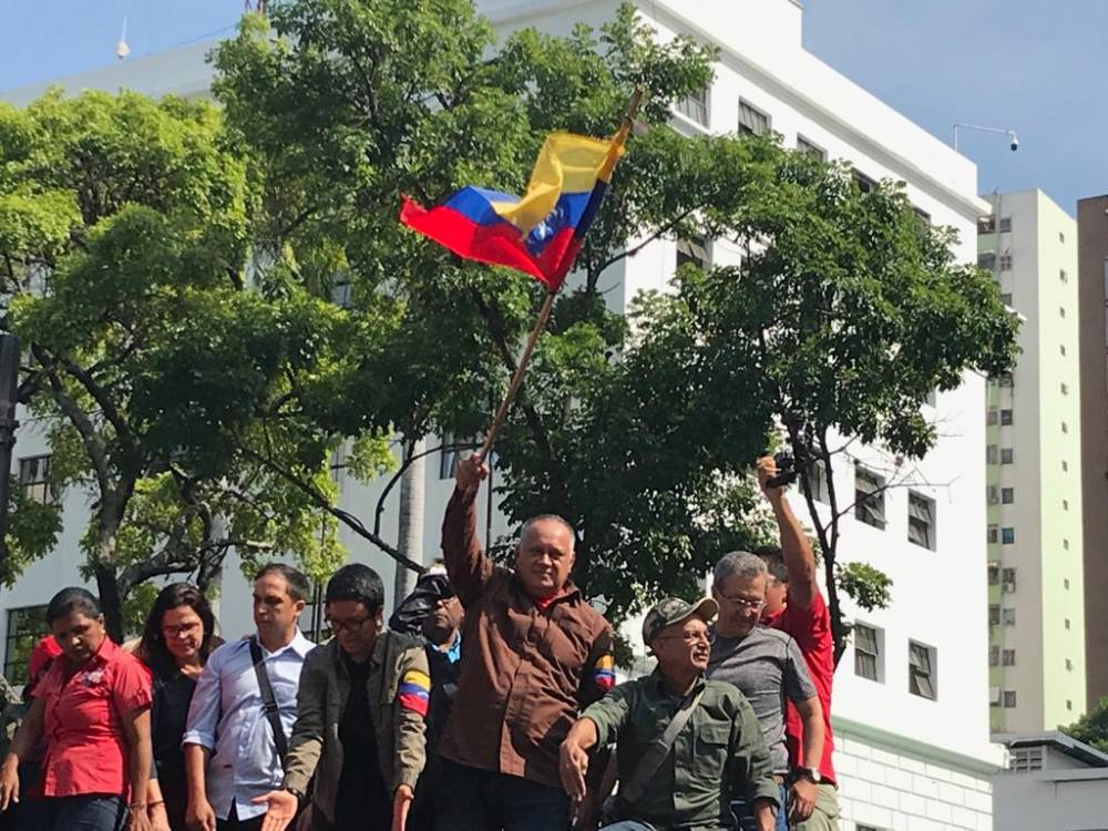 Diosdado Cabello adresses people gathered outside Miraflores Palace