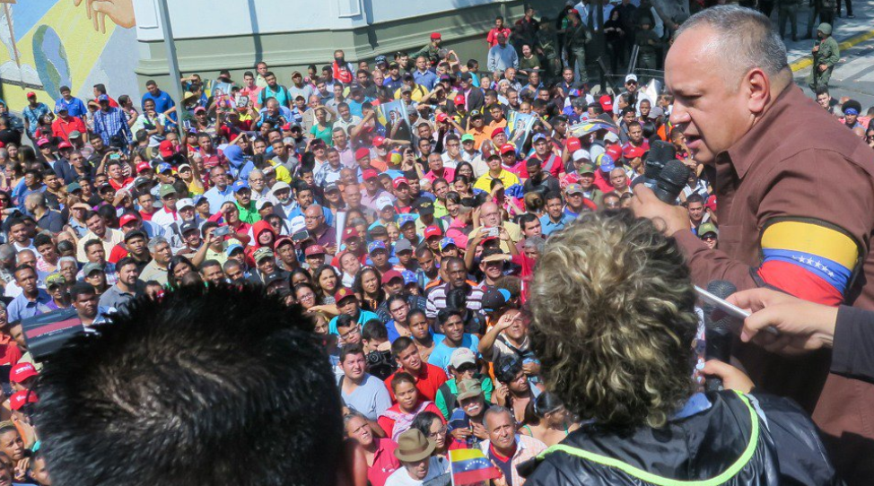Diosdado Cabello adresses people gathered outside Miraflores Palace