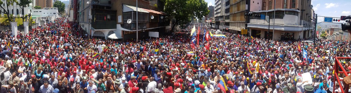 Chavistas gather outside Miraflores Palace