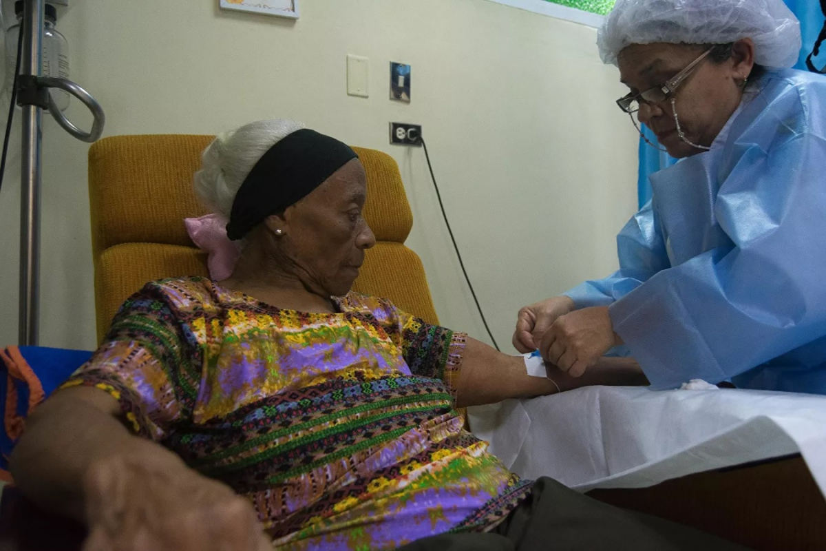The UN independent group denounced CITGO's Simón Bolívar Foundation discontinued patients' cancer treatments payments after the oil subsidiary's control was transferred to opposition leader Juan Guaidó. (Sputnik / Magda Gibelli)