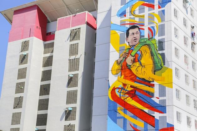 A mural of Hugo Chávez on a Housing Mission building. (Comando Creativo)