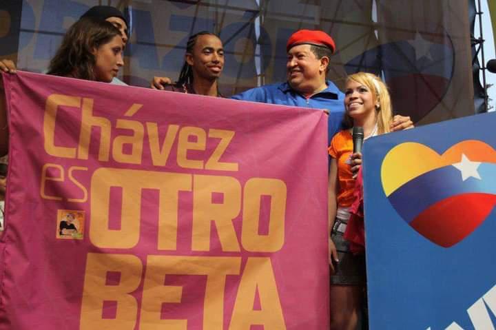 """July 28, 2012, Hugo Chávez """"raises the hand"""" of Otro Beta. (Otro Beta)"""