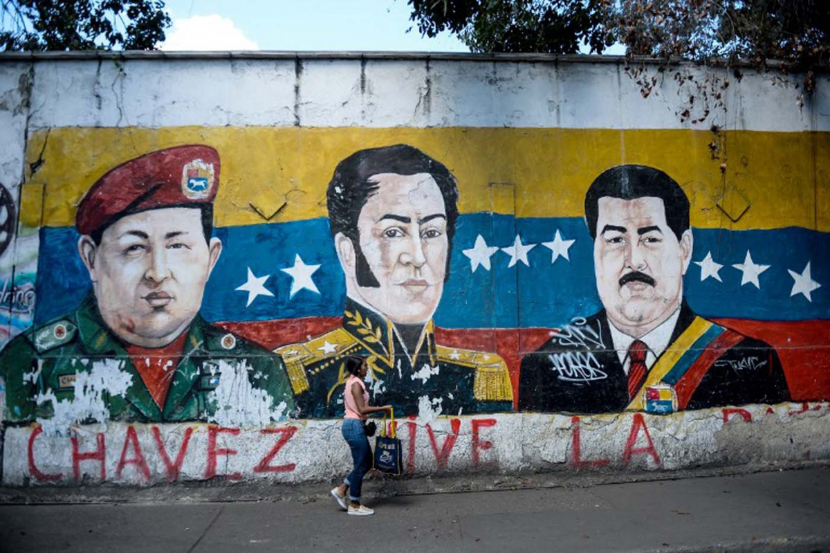 A Mural of Bolívar, Chávez and Maduro in the coastal city of Maiquetia, near Caracas. (Archives)