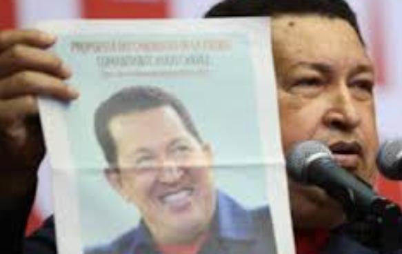 Hugo Chávez displays the Homeland Plan. (MinCI)