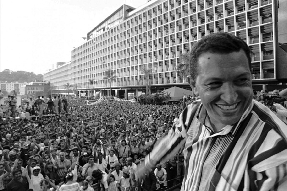Chavismo has deeply popular roots. Here, Chavez in the electoral campaign in 1998. (Archive)