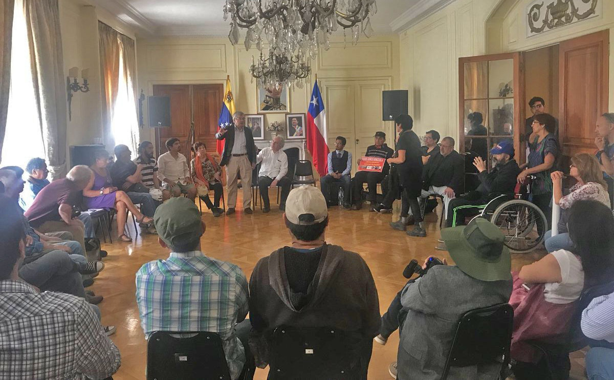 Chile: Social Movements Meet With Venezuelan Ambassador Arévalo Méndez Romero