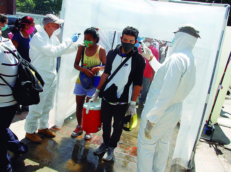 A sanitary washdown was also installed at the entrance of the popular Coche food market in Caracas, in which people were sprayed down before entering. (María Isabel Batista)