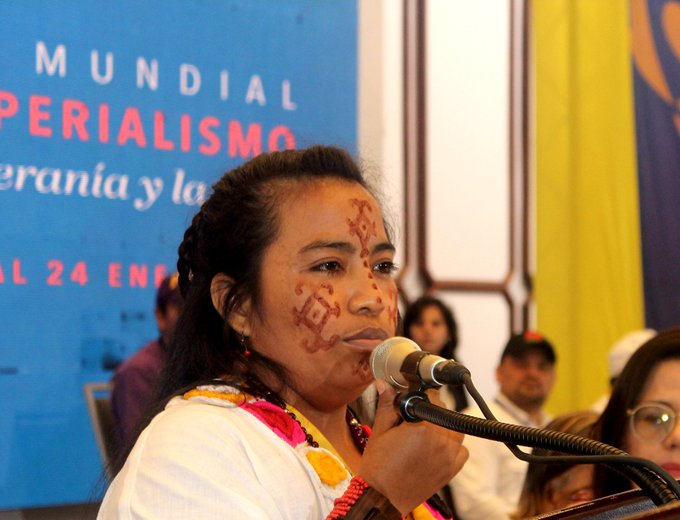 Colombian indigenous delegate Issamar Cotez speaks to the global gathering against imperialism (@MINPIOFICIAL / Twitter)