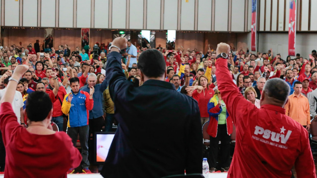 PSUV President Nicolas Maduro and First Party Vice-President Diosdado Cabello greet the delegates at the IV Congress of the United Socialist Party (PSUV). (AVN)