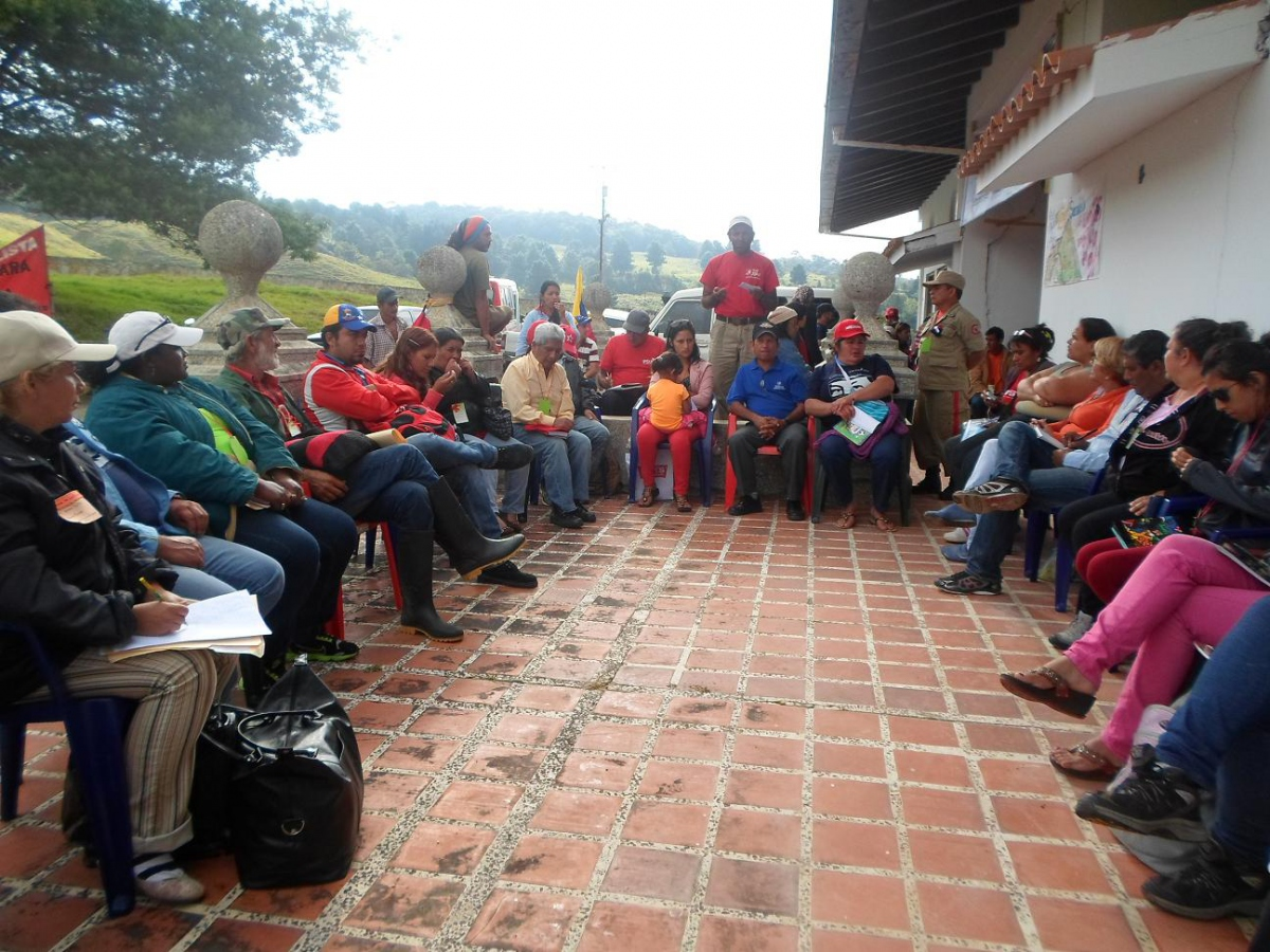 A communal council assembly in Amazonas state, an expression of direct democracy. (Reference)