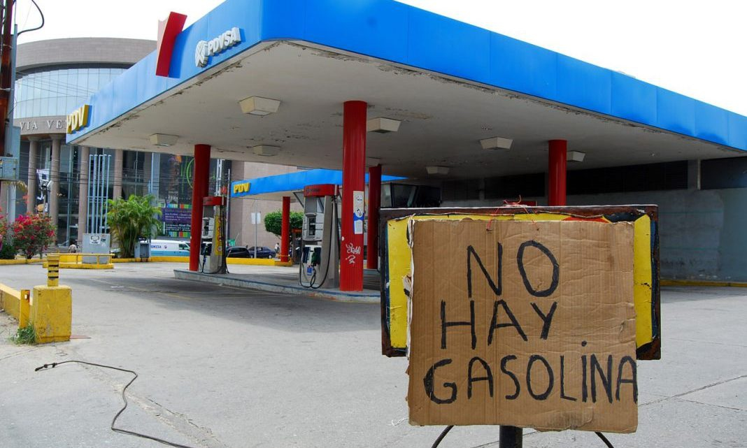 Most of Venezuela's fuel stations are currently closed as pre-existing shortages have been aggravated by the COVID-19 lockdown. (Adriana Nuñez, VOA)