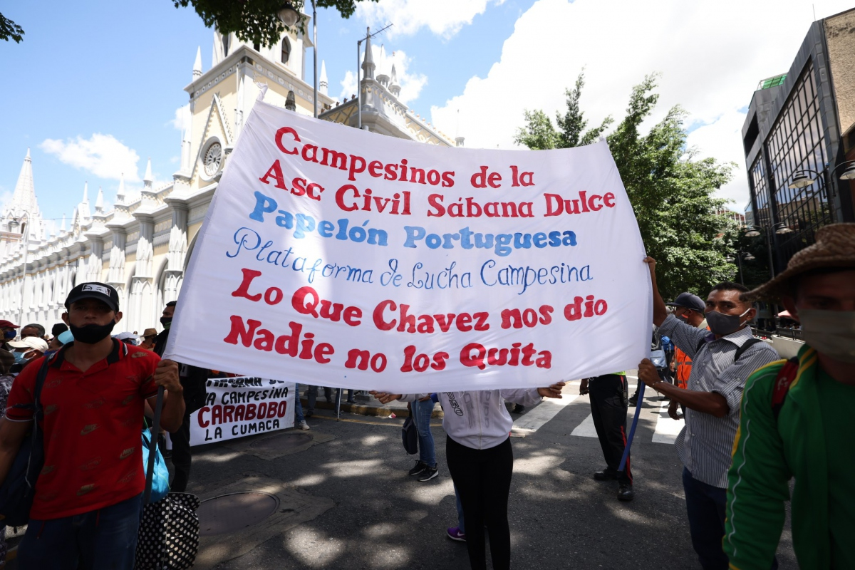 Rural workers have denounced ongoing efforts by the country's business sector to reform Hugo Chávez's Land Law after recent meetings with government officials. (Twitter/@nawseas)