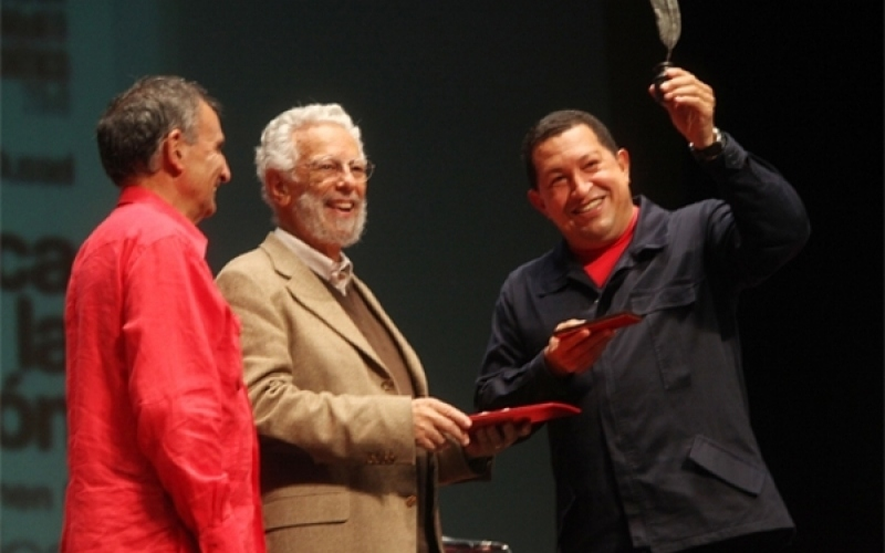 Enrique Dussel receiving a Critical Thought prize from Hugo Chavez in 2009. (Archive)