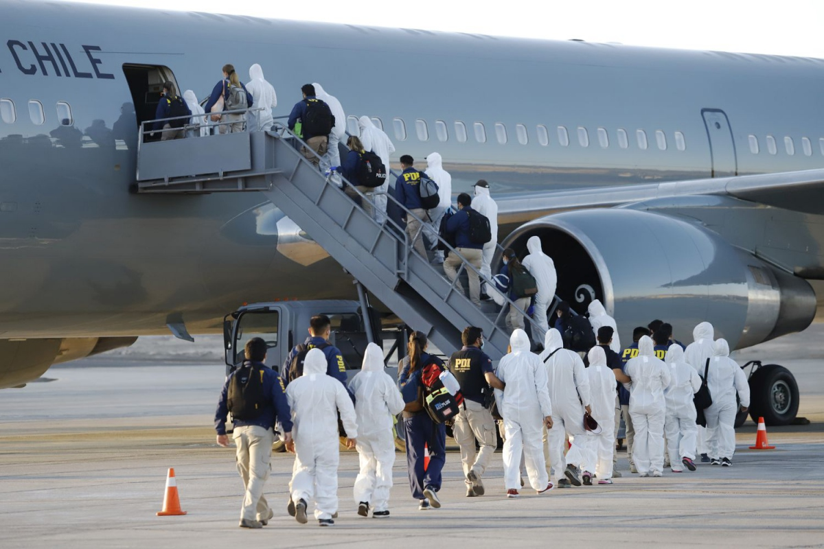 138 migrants are deported from Chile in February. (Alex Diaz / AP)