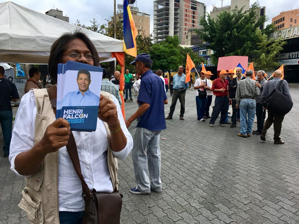 The first act of opposition front-runner Henri Falcon was poorly attended in eastern Caracas