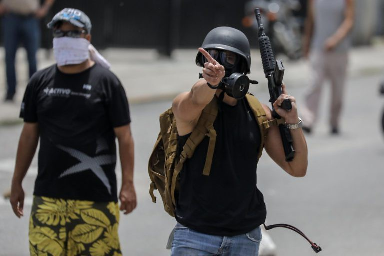 Right wing street protestors hold weapons in the Altamira district of Caracas during the 2017 protests commonly called Guarimbas. (EFE)
